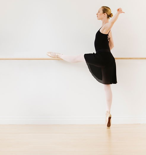 Stock Photo: 1795R-6381 Female ballet dancer in dance studio