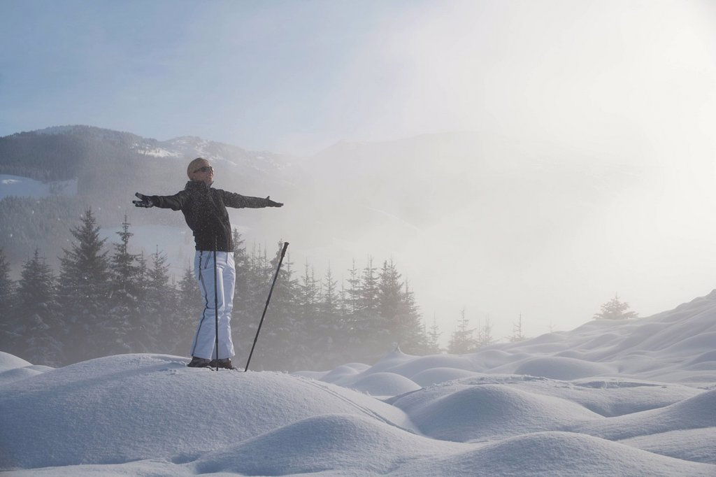 Young woman hiking in winter scenery : Stock Photo
