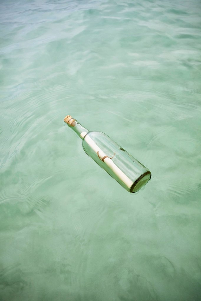 Stock Photo: 1795R-70127 Message in bottle