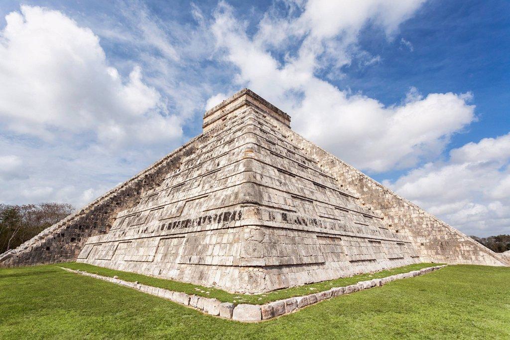 Stock Photo: 1795R-71223 Mexico, Yucatan Peninsula, Chichen Itza, Kukulcan pyramid