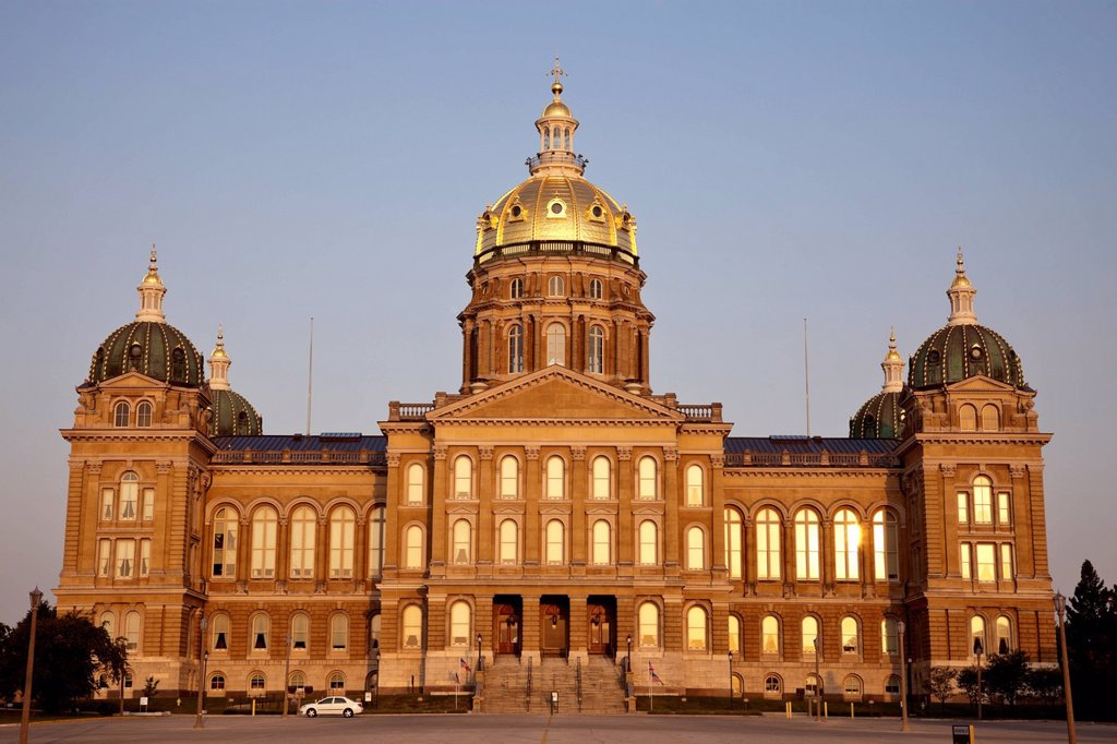 Stock Photo: 1795R-76080 State Capitol Building in Des Moines