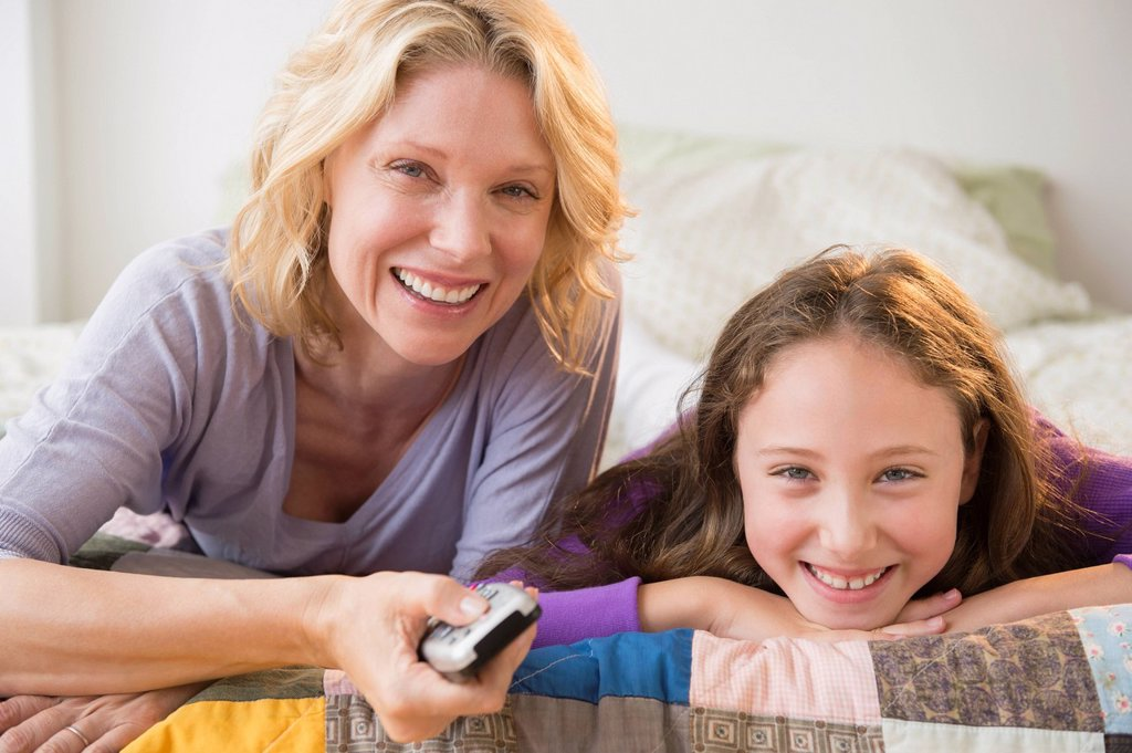 Stock Photo: 1795R-76708 Mother and daughter 8_9 watching TV