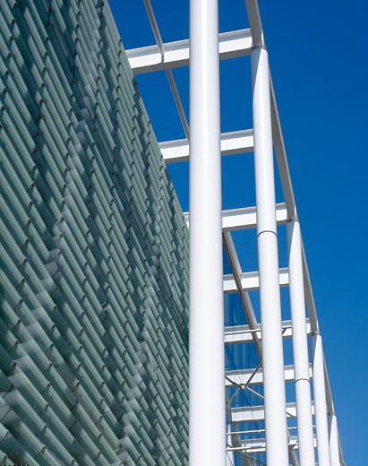 Stock Photo: 1801-10511 TANAKA BUSINESS SCHOOL, LONDON, UNITED KINGDOM, TIGHT DETAIL OF CANOPY STEEL SUPPORTS AND LOUVRES, FOSTER AND PARTNERS