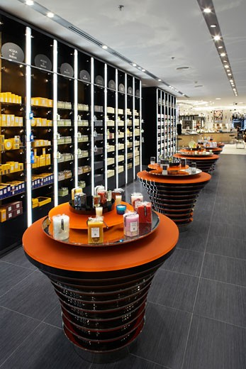 Stock Photo: 1801-1071 HARVEY NICHOLS DEPARTMENT STORE, KANYON SHOPPING MALL, ISTANBUL, TURKEY, INTERIOR SHOWING THE PURFUME HALL, WITH DISPLAY WALL ON LEFTHAND SIDE. LOOKING IN FROM FRONT OF THE STORE ON THE GROUND FLOOR IN SHOPPING MALL., FOUR IV DESIGN