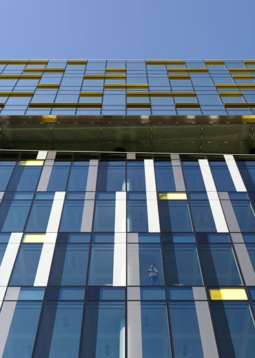 Stock Photo: 1801-1257 PALESTRA, BLACKFRIARS ROAD, LONDON, SE1 SOUTHWARK + BERMONDSEY, UNITED KINGDOM, DETAIL OF COLOURED GLAZING WITH FIGURE, ALSOP ARCHITECTS LIMITED