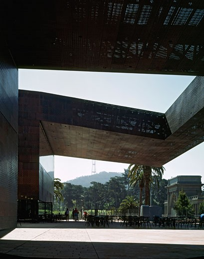DE YOUNG MUSEUM, GOLDEN GATE PARK, SAN FRANCISCO, CALIFORNIA, UNITED STATES, CANTILEVER AND SCULPTURE GARDEN, HERZOG & DE MEURON : Stock Photo