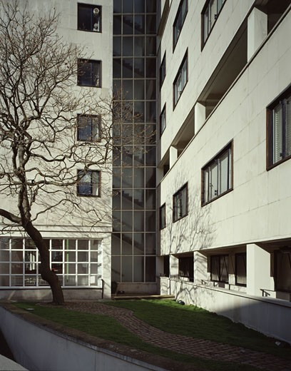 Stock Photo: 1801-15689 PALACE GATE BUILDING 2003, 10 PALACE GATE, LONDON, W8 KENSINGTON, UNITED KINGDOM, FRONT ELEVATION WITH GARDEN AND TREE, JOHN MCASLAN AND PARTNERS