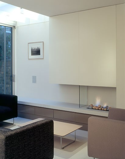 PRIVATE HOUSE, WIMBLEDON, LONDON, SW19 WIMBLEDON, UNITED KINGDOM, LIVING WITH FIRE, LEVITATE : Stock Photo