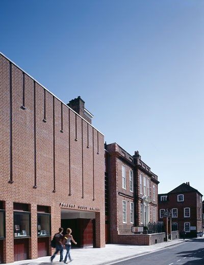 NEW WING, PALLANT HOUSE GALLERY, CHICHESTER, WEST SUSSEX, UNITED KINGDOM, LONG AND KENTISH WITH COLIN ST JOHN WILSON : Stock Photo