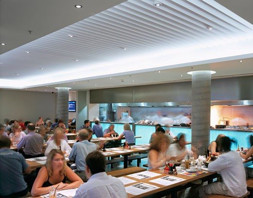 WAGAMAMA RESTAURANT, SOUTHBANK CENTRE, LONDON, SE1 SOUTHWARK + BERMONDSEY, UNITED KINGDOM, RESTAURANT INTERIOR, AUKETT TYTHERLEIGH : Stock Photo