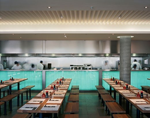 WAGAMAMA RESTAURANT, SOUTHBANK CENTRE, LONDON, SE1 SOUTHWARK + BERMONDSEY, UNITED KINGDOM, INTERIOR TO KITCHEN, AUKETT TYTHERLEIGH : Stock Photo