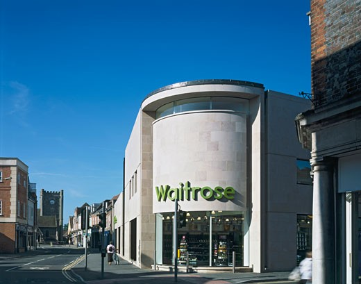 WAITROSE STORE, ST MARTINS STREET, WALLINGFORD, OXFORDSHIRE, UNITED KINGDOM, ST MARTIN'S ST AND HIGH ST JUNCTION, MICHAEL AUKETT ARCHITECTS : Stock Photo