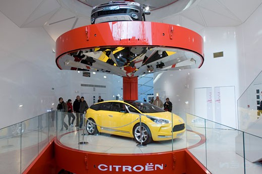 CITROEN SHOWROOM, 42 AVE DE CHAMPS ELYSEES, PARIS, FRANCE, SPIRAL STACK OF CARS, MANUELLE GAUTRAND : Stock Photo