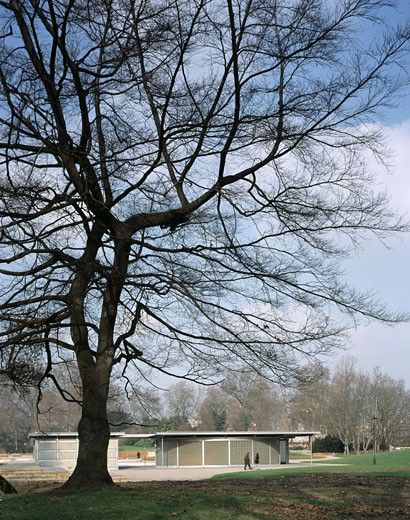 TOILET BLOCK AND FOUNTAIN PUMP HOUSE, BATTERSEA PARK, LONDON, SW11 BATTERSEA, UNITED KINGDOM, GENERAL VIEW, MCALLISTER CO : Stock Photo