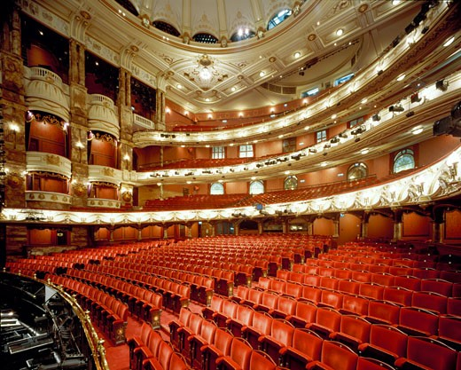 ENGLISH NATIONAL OPERA - LONDON COLISEUM, ST MARTINS LANE, COVENT GARDEN, LONDON, WC2 STRAND, UNITED KINGDOM, AUDITORIUM, FRANK MATCHAM (ORIGINAL) AND RHWL (RESTORATION) : Stock Photo