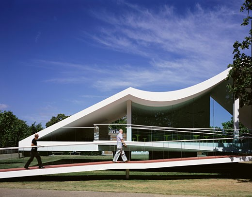 SERPENTINE GALLERY PAVILION, KENSINGTON GARDENS, LONDON, W2 PADDINGTON, UNITED KINGDOM, RAMP, OSCAR NIEMEYER : Stock Photo