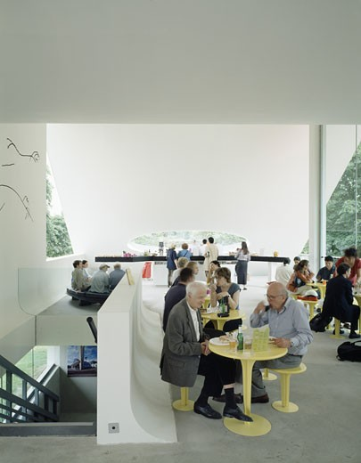 SERPENTINE GALLERY PAVILION, KENSINGTON GARDENS, LONDON, W2 PADDINGTON, UNITED KINGDOM, CAFE AREA, OSCAR NIEMEYER : Stock Photo