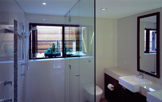 BONDI HOUSE, BRIGHTON BOULEVARDE, SYDNEY, NEW SOUTH WALES, AUSTRALIA, MASTER BATHROOM, ARCHITECTS JOHANNSEN AND ASSOCIATES : Stock Photo