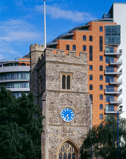 PUTNEY WHARF DEVELOPMENT, LONDON, SW15 PUTNEY, UNITED KINGDOM, EXTERIOR WITH CATHEDRAL, PATEL TAYLOR : Stock Photo