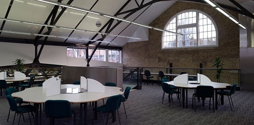 UNIVERSITY OF KENT, CHATHAM, KENT, UNITED KINGDOM, PANORAMIC SHOT OF STUDY AREA IN MEZZANINE OF LIBRARY, RMJM : Stock Photo