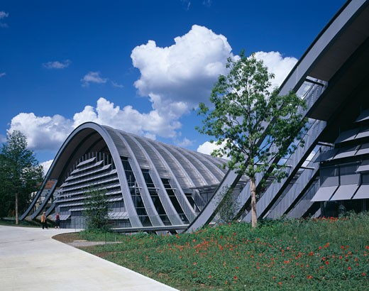 Stock Photo: 1801-23382 ZENTRUM PAUL KLEE, BERN, SWITZERLAND, FRONT ELEVATION FROM PATH, RENZO PIANO BUILDING WORKSHOP