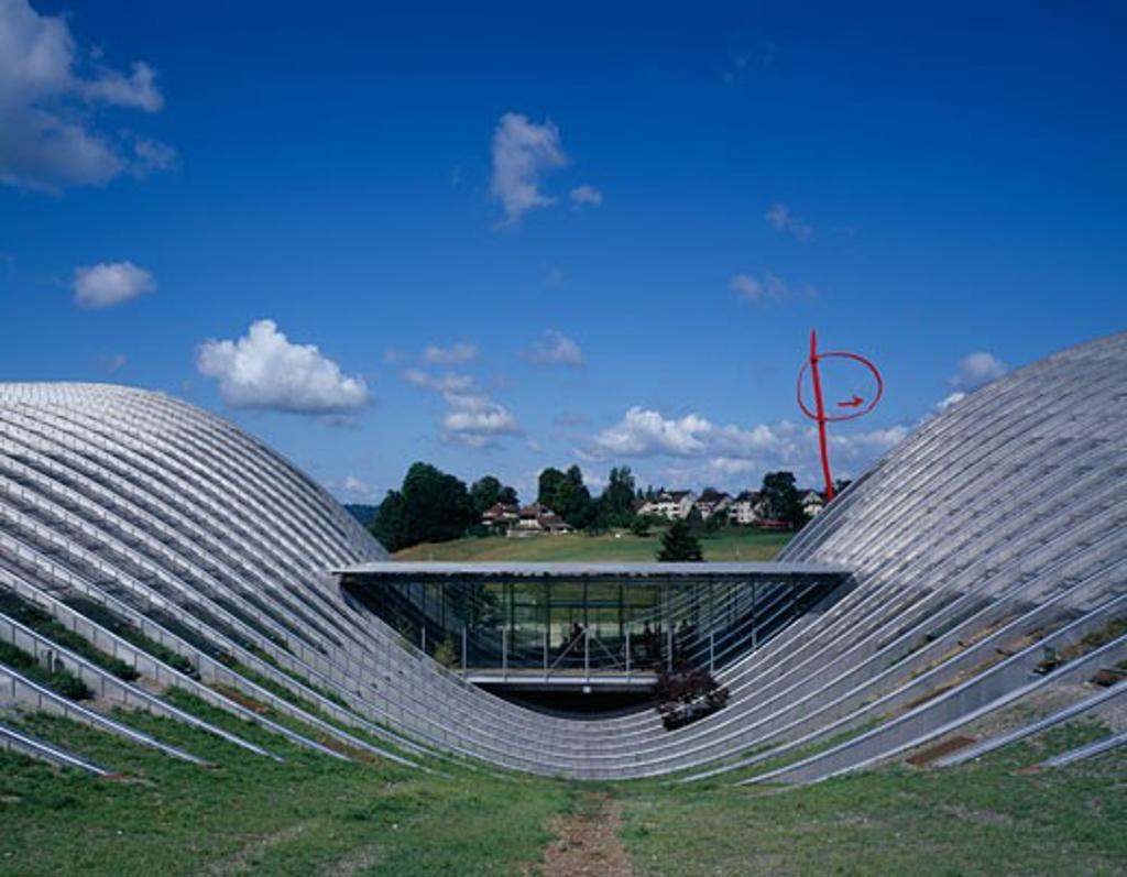 ZENTRUM PAUL KLEE, BERN, SWITZERLAND, REAR ELEVATION, RENZO PIANO BUILDING WORKSHOP : Stock Photo
