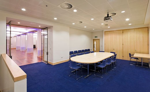FUNCTION ROOM AT THE ROYAL COLLEGE OF OBSTETRICIANS AND GYNAECOLOGISTS, REGENTS PARK, LONDON, UNITED KINGDOM, VIEW FROM SIDE ROOM, ROBERT POTTER AND PARTNERS : Stock Photo