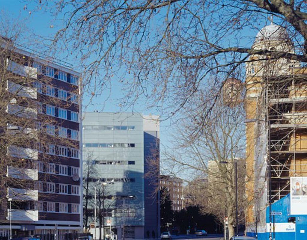 Stock Photo: 1801-26007 CITY UNIVERSITY, ST JOHN STREET, LONDON, EC1 CLERKENWELL, UNITED KINGDOM, CONTEXT FROM ST JOHN ST, STANTON WILLIAMS