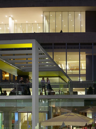 ROYAL FESTIVAL HALL REVIVAL EXHIBITION, SOUTHBANK CENTRE, LONDON, SW7 SOUTH KENSINGTON, UNITED KINGDOM, NIGHT VIEW, LESLIE MARTIN, ROBERT MATTHEWS, PETER MORO AND ALLIES AND MORRISON ARCHITECTS : Stock Photo