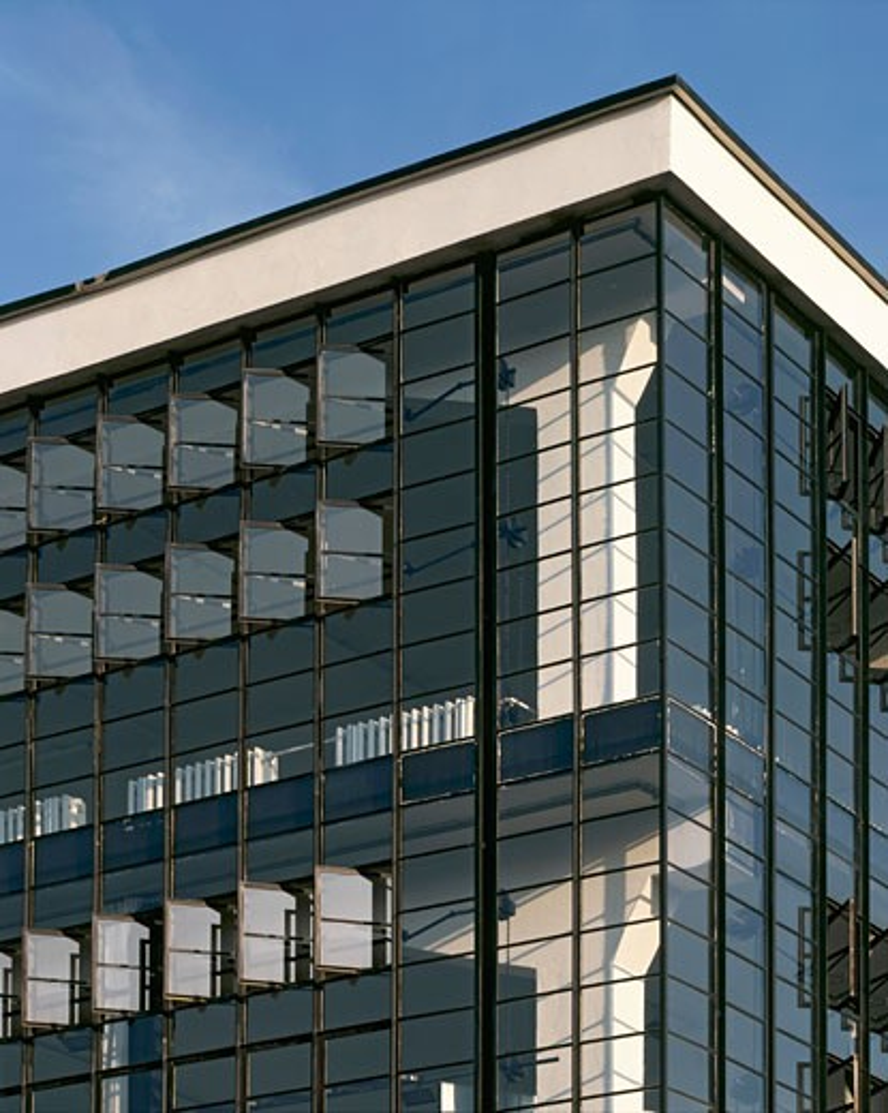 Stock Photo: 1801-29543 BAUHAUS DESSAU 1925-6, DESSAU, GERMANY, CORNER OF WORKSHOP BLOCK WITH INTERNAL COLUMN., WALTER GROPIUS