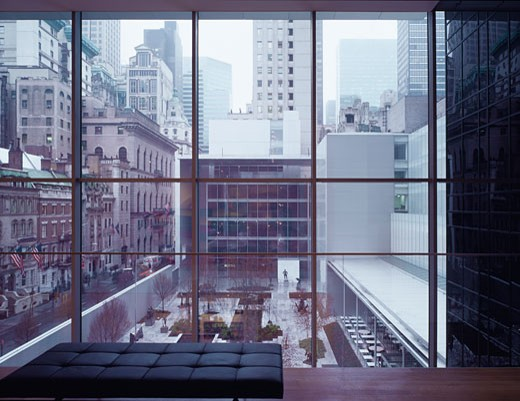 MUSEUM OF MODERN ART, 53RD STREET, NEW YORK, NEW YORK, UNITED STATES, VIEW FROM DESIGN GALLERY TO SCULPTURE GARDEN, YOSHIO TANIGUCHI AND ASSOCIATES : Stock Photo