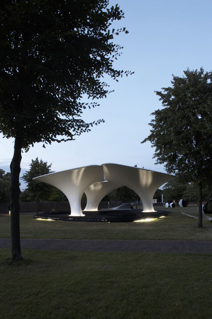 LILAS PAVILION - SERPENTINE GALLERY, KENSINGTON GARDENS, LONDON, W2 PADDINGTON, UNITED KINGDOM, WITH TREES, ZAHA HADID : Stock Photo