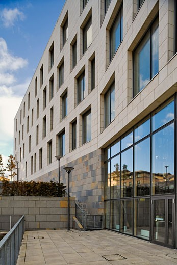 Stock Photo: 1801-3074 INTERDISCIPLINARY BIOCENTRE BUILDING, MANCHESTER, UNITED KINGDOM, WEST FACING ELEVATION SHOWING STONE CLADDING, ANSHEN DYER
