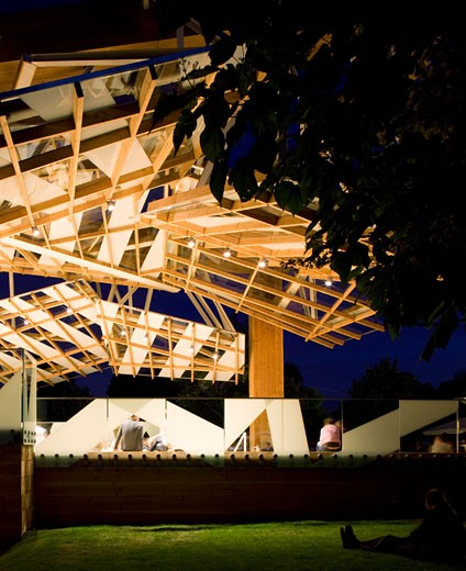 Serpentine gallery pavilion 2008 exterior night view into the pavilion., Serpentine Gallery Pavilion 2008, Kensington Gardens, London, W2 Paddington, United Kingdom, Frank Gehry : Stock Photo