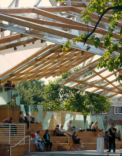 Serpentine gallery pavilion 2008 seating with back light., Serpentine Gallery Pavilion 2008, Kensington Gardens, London, W2 Paddington, United Kingdom, Frank Gehry : Stock Photo