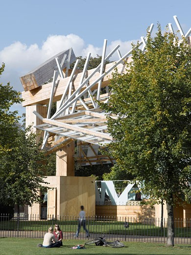 Serpentine gallery pavilion 2008 view from park with people., Serpentine Gallery Pavilion 2008, Kensington Gardens, London, W2 Paddington, United Kingdom, Frank Gehry : Stock Photo