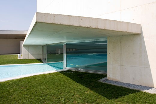 PARC ESPORTIU LLOBREGAT, AV. BAIX LLOBREGAT, BARCELONA, SPAIN, THRESHHOLD TO INSIDE OUTSIDE POOL, ALVARO SIZA : Stock Photo