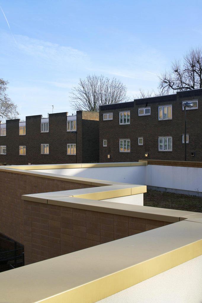 St Mary Magdalene Academy, London, United Kingdom, Feilden Clegg Bradley Architects, St mary magdalene academy detail of zig zag wall. : Stock Photo