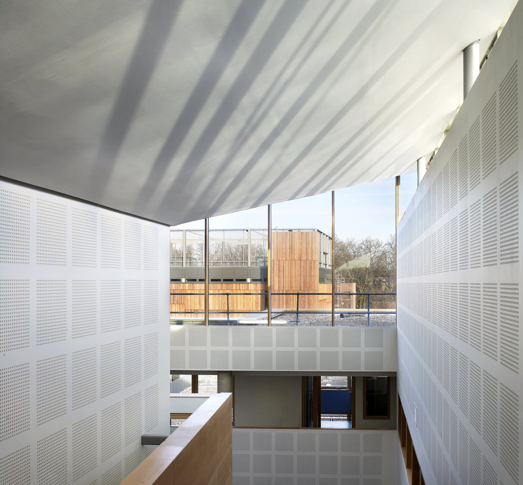 St Mary Magdalene Academy, London, United Kingdom, Feilden Clegg Bradley Architects, St mary magdalene academy atrium. : Stock Photo