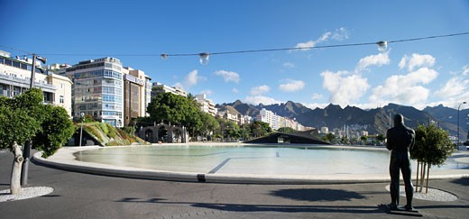Plaza De Espana, Santa Cruz De Tenerife, Spain, Herzog & De Meuron, Plaza de espana general view of the plaza and the wading pool showing a statue of a male figure. : Stock Photo