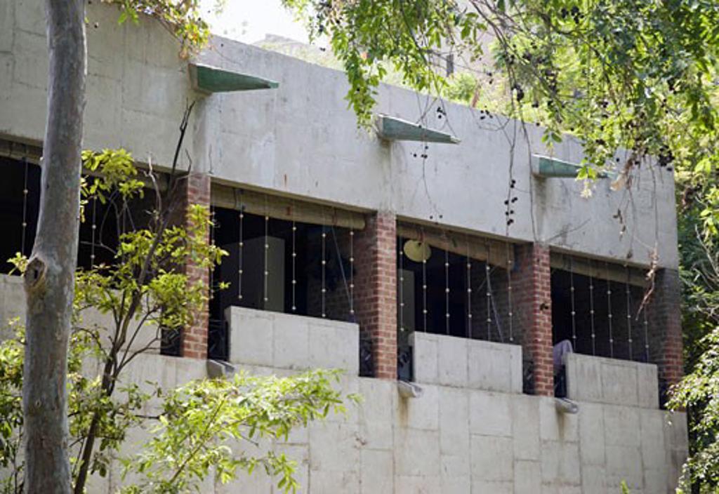 Stock Photo: 1801-41002 Sarabhai House, Ahmedabad, India, Le Corbusier, Sarabhai house- overal view from garden.