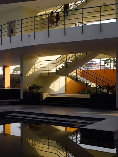 Pearl Academy of Fashion, Jaipur, India, Morphogenesis, Internal courtyard view towards stairs. : Stock Photo