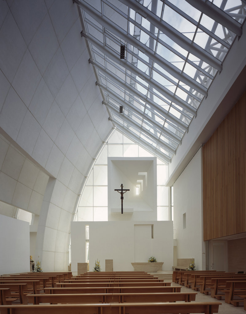 Jubilee Church [La Chiesa Del Dio Padre Misericordioso], Rome, Italy, Richard Meier and Partners, Jubilee church (la chiesa del dio padre misericordioso) interior view toards altar. : Stock Photo