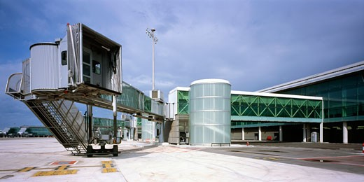 T1 Barcelona New Aiport Terminal, Barcelona, Spain, Ricardo Bofill-Taller De Arquitectura, Exterior view of terminal finger as seen from the outside of the terminal building from the carriage road system that interconnects the different areas of the airport. : Stock Photo