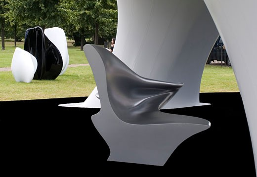 Lilas Pavilion - Serpentine Gallery, London, United Kingdom, Zaha Hadid, Lilas pavilion - serpentine gallery deatil of bench and sculptures. : Stock Photo