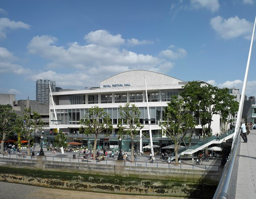 Royal Festival Hall, London, United Kingdom, Leslie Martin Robert Matthews Peter Moro and Allies and Morrison Architects, ROYAL FESTIVAL HALL RIVERFRONT VIEW : Stock Photo