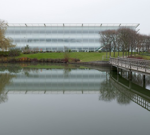 Stock Photo: 1801-47322 Stockley Park, London, United Kingdom, Architect Unknown, STOCKLEY PARK BUSINESS PARK OFFICES HEATHROW LONDON ARUP ASSOCIATES VIEW FROM LAKE OF FOSTER BUILDING