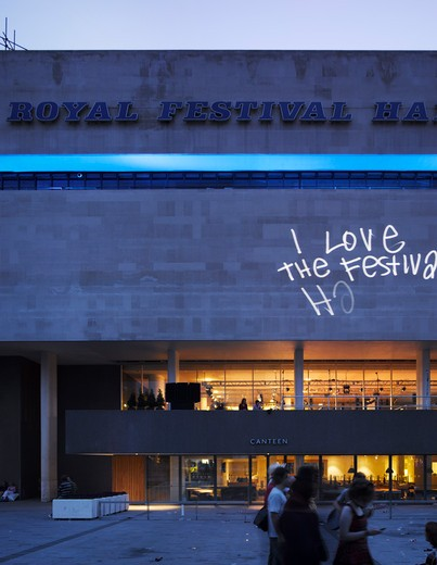 Royal Festival Hall, London, United Kingdom, Leslie Martin Robert Matthews Peter Moro and Allies and Morrison Architects, ROYAL FESTIVAL HALL NIGHT SOUTH ELEVATION : Stock Photo