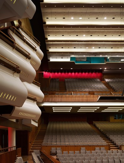 Royal Festival Hall, London, United Kingdom, Leslie Martin Robert Matthews Peter Moro and Allies and Morrison Architects, ROYAL FESTIVAL HALL AUDITORIUM WITH BOXES : Stock Photo