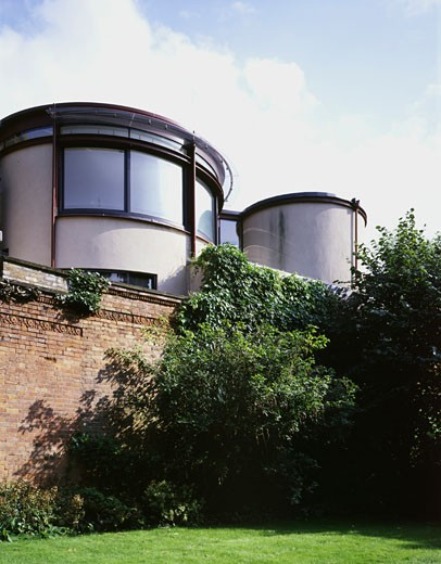 CAR DESIGNS HOUSE, DALEM MEWS, LONDON, NW3 HAMPSTEAD, UNITED KINGDOM, REAR VIEW, BERE ARCHITECTS : Stock Photo